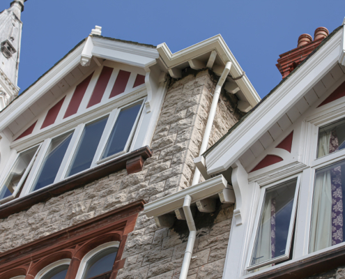 aluminium moulded ogee gutters and round downpipes