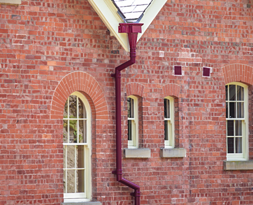 guttercrest aluminium decorative hopper with traditional cast round downpipe