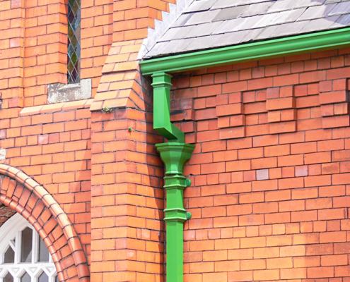 guttercrest aluminium fluted hopper in green with georgian square cast downpipes and moulded ogee gutters
