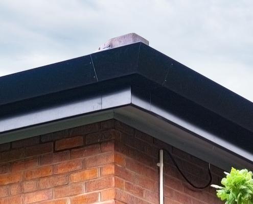 guttercrest aluminium raked box gutter in black
